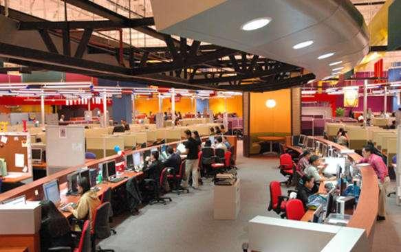 菲律賓某企業客服中心。(圖/TitanOne@wikipediaCCBYSA3.0)