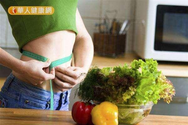 節食與低熱量減肥餐,雖然短期內可見效,但長期執行,易造成熱量攝取不足、肌肉過度流失,形成復胖體質。(圖/華人健康網提供)
