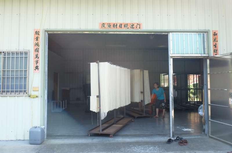 屏東潮州-玫來晏趣農莊手工日曬製麵(謝孟穎攝)