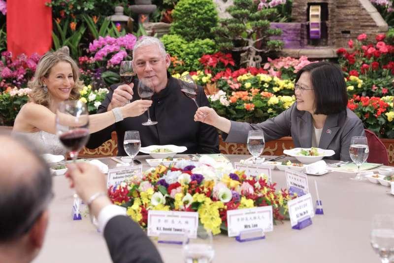 20171110-總統蔡英文10日以國宴款待聖露西亞總理查士納(Allen Chastanet)。(總統府提供)【飲酒過量,有害健康】