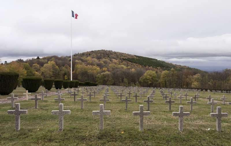 哈特瑪尼斯威爾庫夫山的陣亡將士墓地建於1932年,紀念戰死此地的3萬士兵。(美聯社)