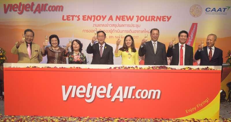 授證儀式以「享受全新旅程」為主題,開通新航線(圖/越捷航空提供)