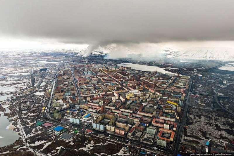 這裏是地球最冷的城市,年平均溫度是零下十度。這裏也是俄羅斯著名的鎳都,更是世界十大最汙染的城市之一。(圖/言人文化提供)