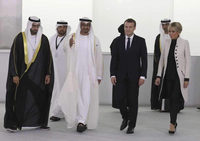 阿布達比羅浮宮開幕,法國總統馬克宏偕妻子布莉姬特出席開幕典禮。(美聯社)