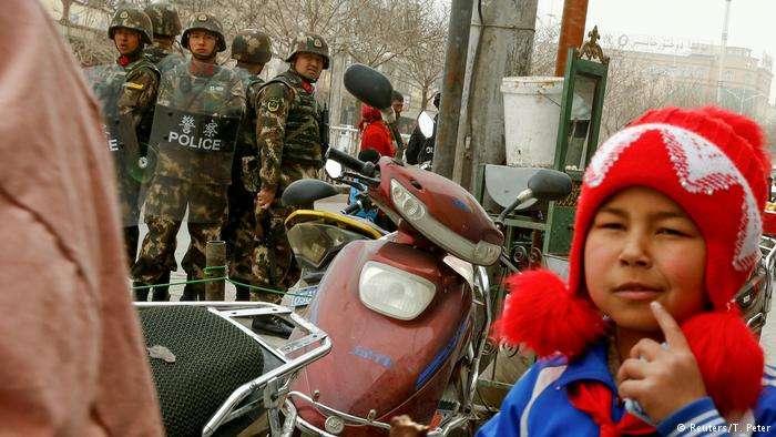 美國國務院人權報告批評新疆官員以「反恐」名義對和平表達政治和宗教觀點的人進行任意拘押、騷擾。(德國之聲)