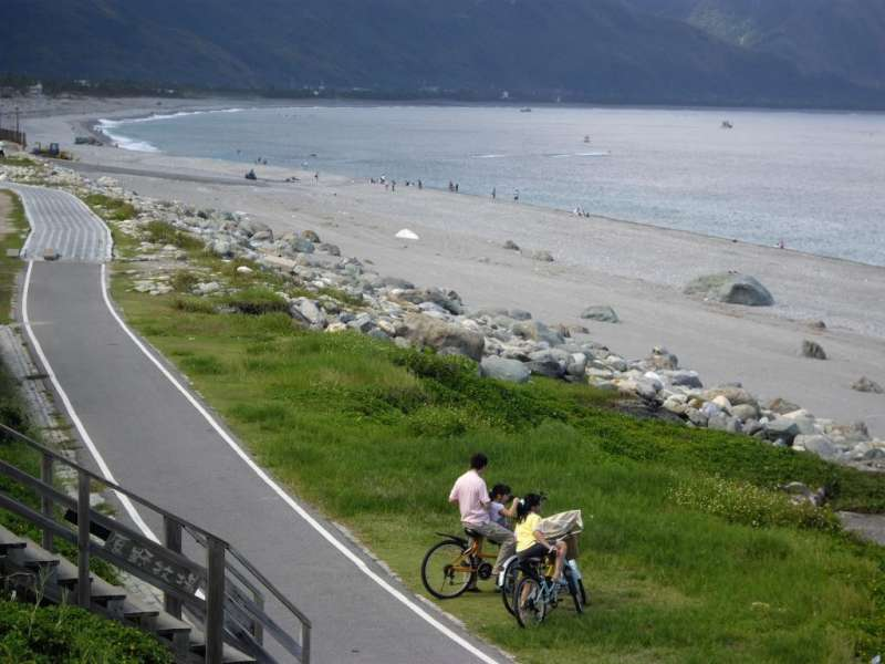 騎乘自行車參加活動,除了能將美景盡收眼底外,也能參加抽獎活動!(圖/花蓮觀光資訊網)