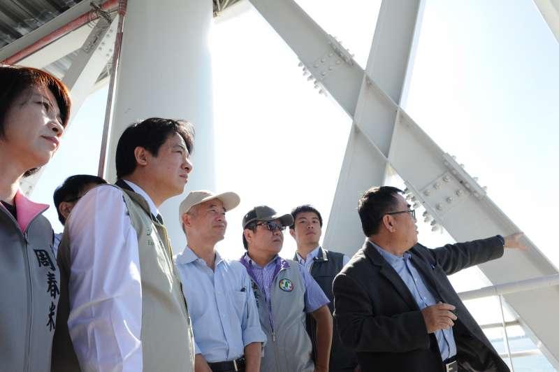 行政院長賴清德今(18)日視察屏東大鵬灣建設計畫時表示,未來中央及地方應協助大鵬灣BOT案的投資計畫。(行政院提供)