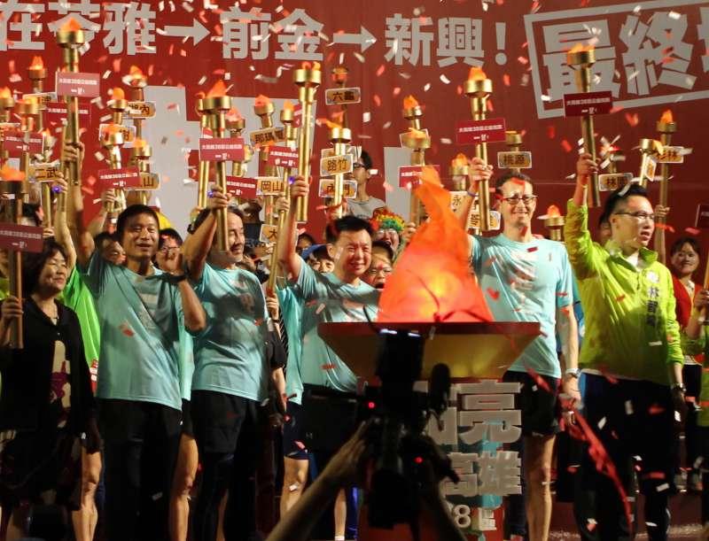 路跑活動邀請德國柏林馬拉松賽事總監Mark Milde(右二)與日本東京馬拉松賽事總監早野忠昭(左三)二人參與見證。(圖/袁雨漱攝)