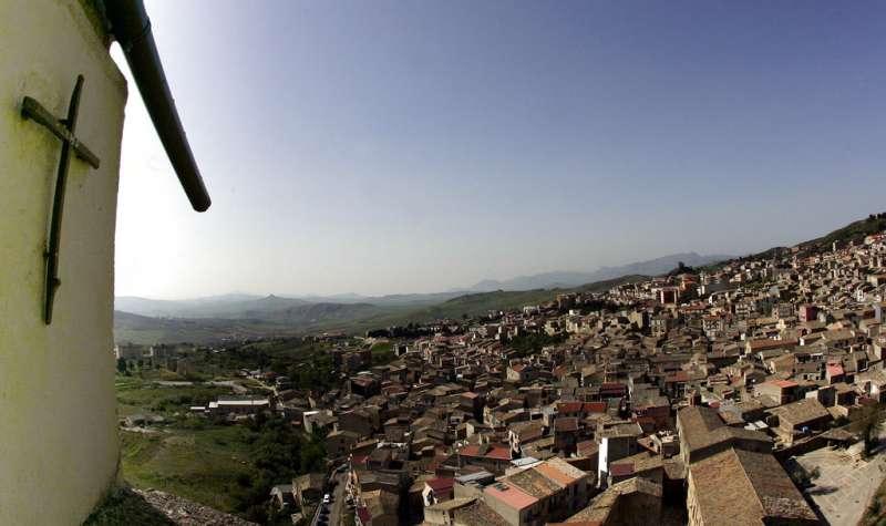 里納出生於西西里島中部山區城鎮柯里昂(Corleone)(AP)