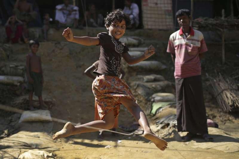 11月20日是聯合國訂定的「世界兒童日」,圖為孟加拉難民營內的羅興亞人小朋友。(美聯社)