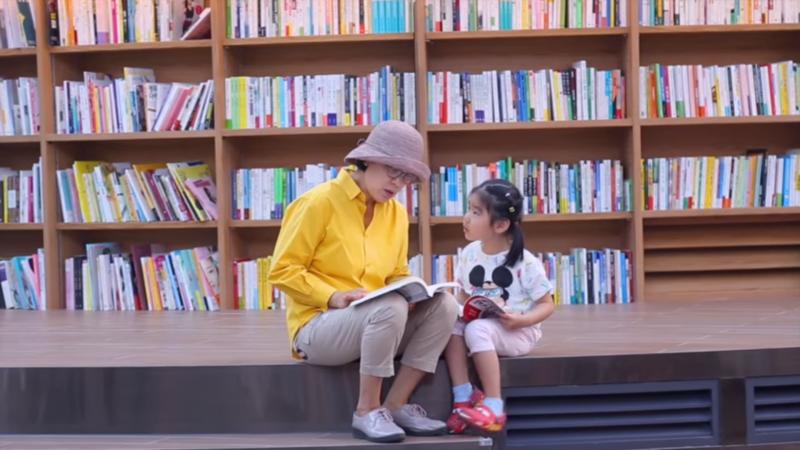 星空圖書館內親子空間充足,是全家大小出遊的好選擇。(圖/擷取自youtube)