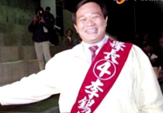 李錫錕不只讀書本上的政治,更親身參與台北縣長選舉,希望能回饋鄉里。(圖/截取自youtube)