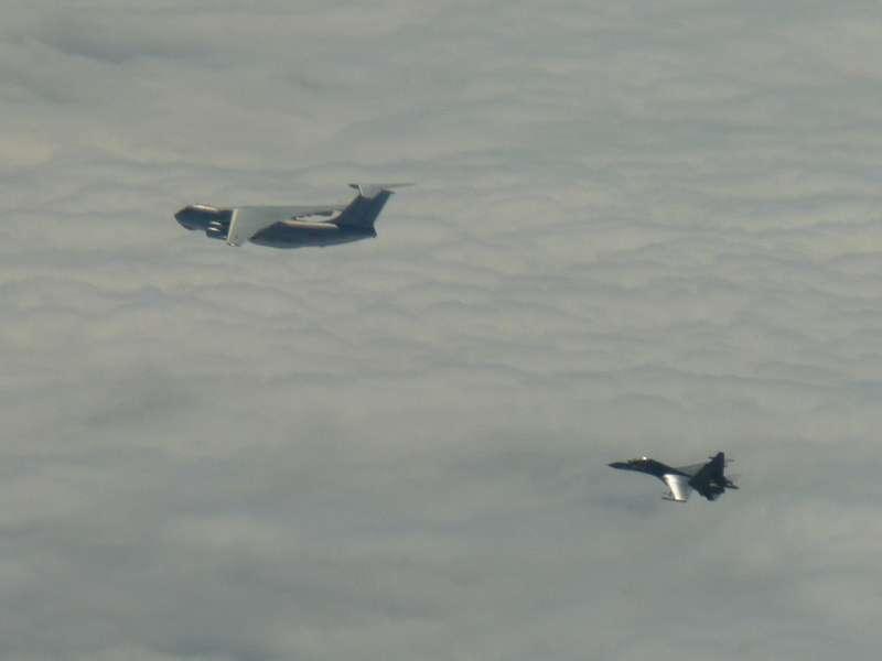 IL-78及Su-30,共軍IL-78加油機和蘇愷30戰機。(國防部提供)