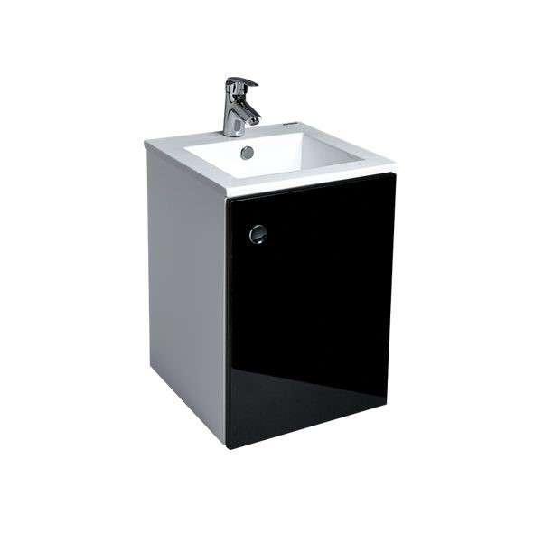 小空間也能利用一體成型的盆櫃組讓浴廁空間功能俱全,更具深度的臉盆在使用上大加分,滿足生活的需要。具個性化的冷調設計,也能讓整體空間顯得俐落、明亮!(圖/OVO官方粉絲團)