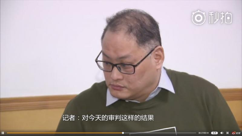 2017年11月28日,李明哲案一審宣判後,法院安排記者訪問(微博)