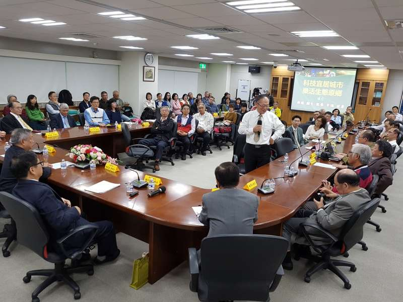 竹科廠商代表熱烈發言,提出多項建議,提供給新竹縣副縣長楊文科做為未來施政參考。(圖/方詠騰攝)