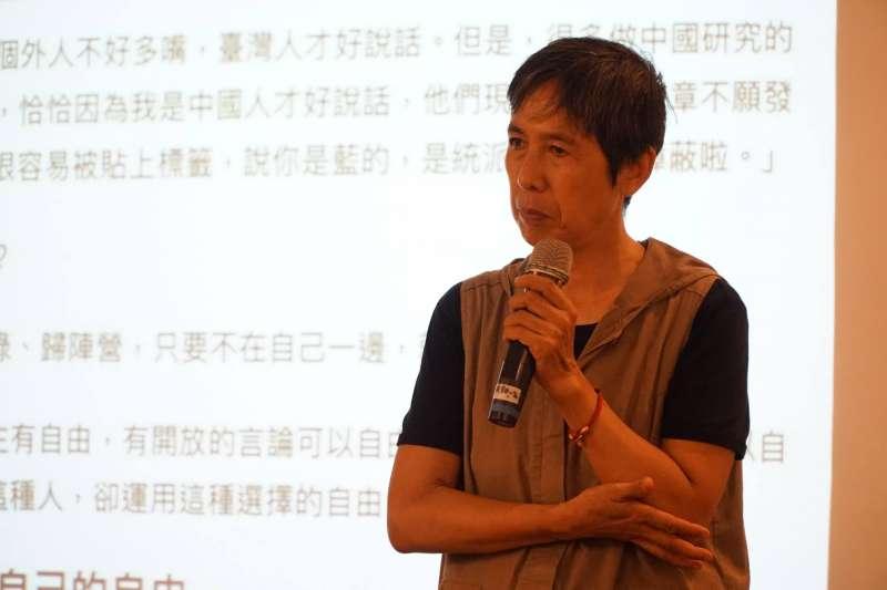 民主基金會安排下,作者發表〈沒有老大的江湖—開放社群與組織的組織化,一種被覆蓋(忽略)的臺灣價值〉演講。(台灣民主基金會臉書)