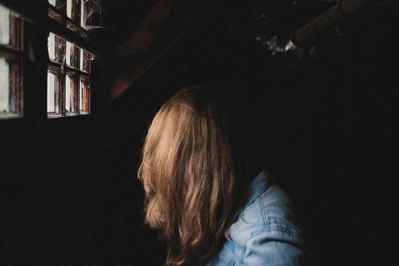 校園霸凌,網路霸凌,女孩,少女,兒童。(圖/Andrew Neel@Unsplash)