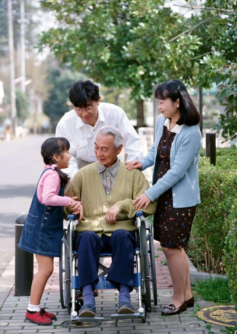 自己的人生自己照顧,必須妥善規劃,才能完善退休拼圖。(圖/freepik)