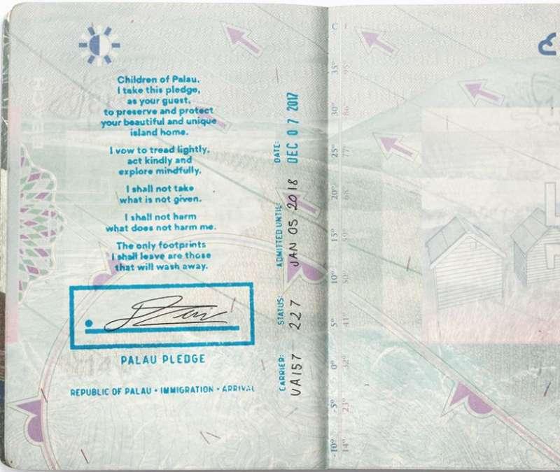 為因應大量的觀光客人潮帶來的生態破壞,帛琉當局表示,7日起旅客入境帛琉前,會在護照內頁蓋上「帛琉誓詞」(Palau Pledge),旅客需簽名承諾共同維護當地生態才能入境。(圖取自Palau Pledge網頁)