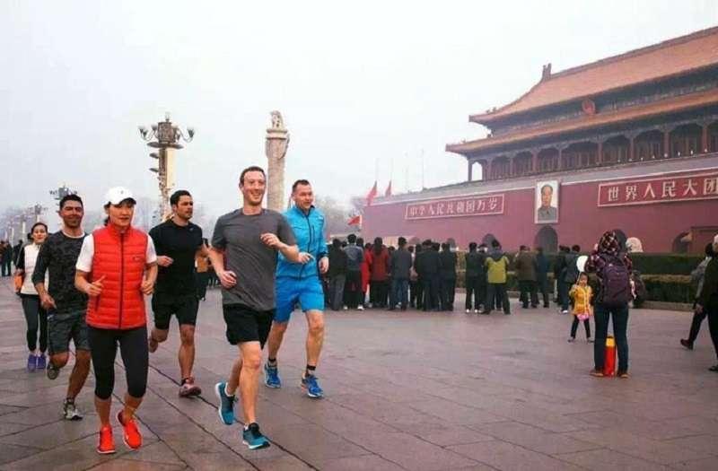 臉書創辦人祖克伯頂著霧霾在北京跑步,也沒能讓臉書進入中國。(取自祖克伯臉書)