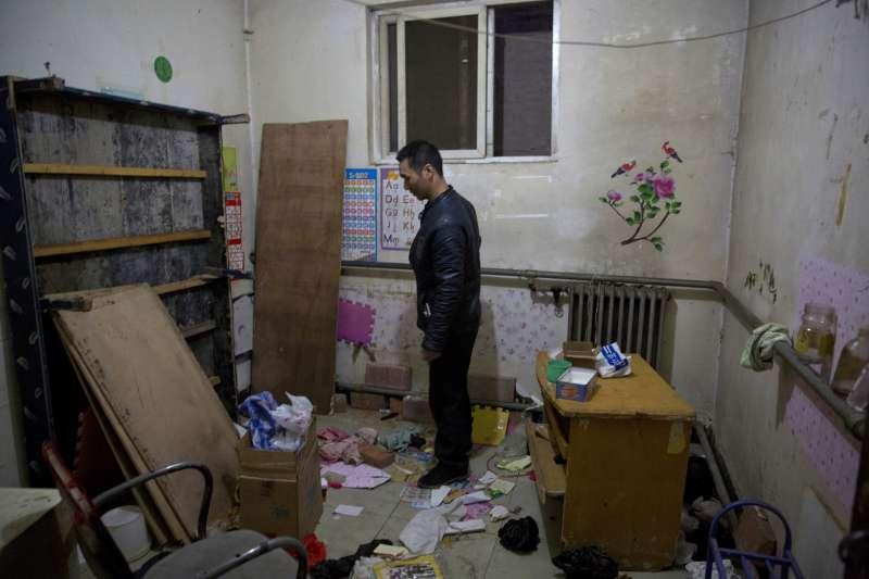 中國北京市政府藉機驅趕低端人口,民眾忍無可忍上街抗議(AP)