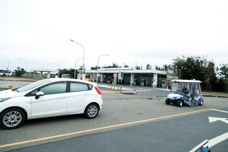 車輛中心改裝一般的高爾夫球車,能做到Level 3程度的自動駕駛,上圖為車道跟隨功能。(圖/吳晴中攝,數位時代提供)