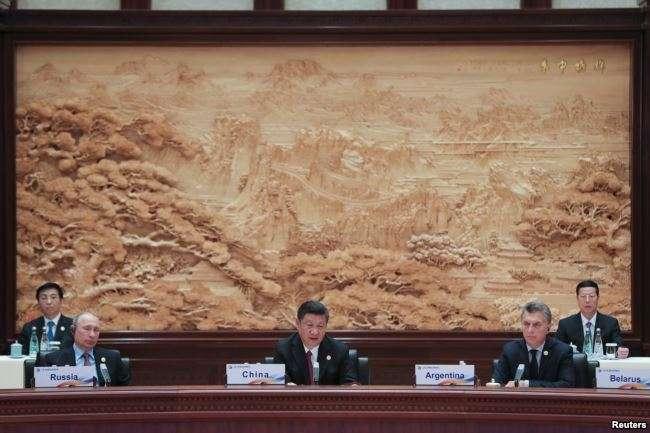 中國國家主席習近平(中)、俄羅斯總統普京(左)和阿根廷總統馬克里在北京的一帶一路圓桌峰會上(美國之音)