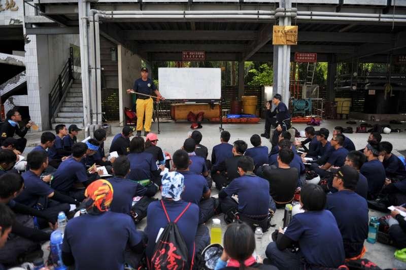 新竹市消防局代訓消防署105年特考班救助隊訓練。(圖/新竹市消防局提供)