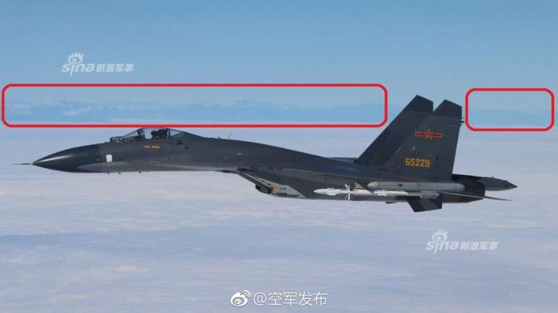 中國新浪軍事網公布殲-11與台灣山脈合照。(取自新浪軍事)