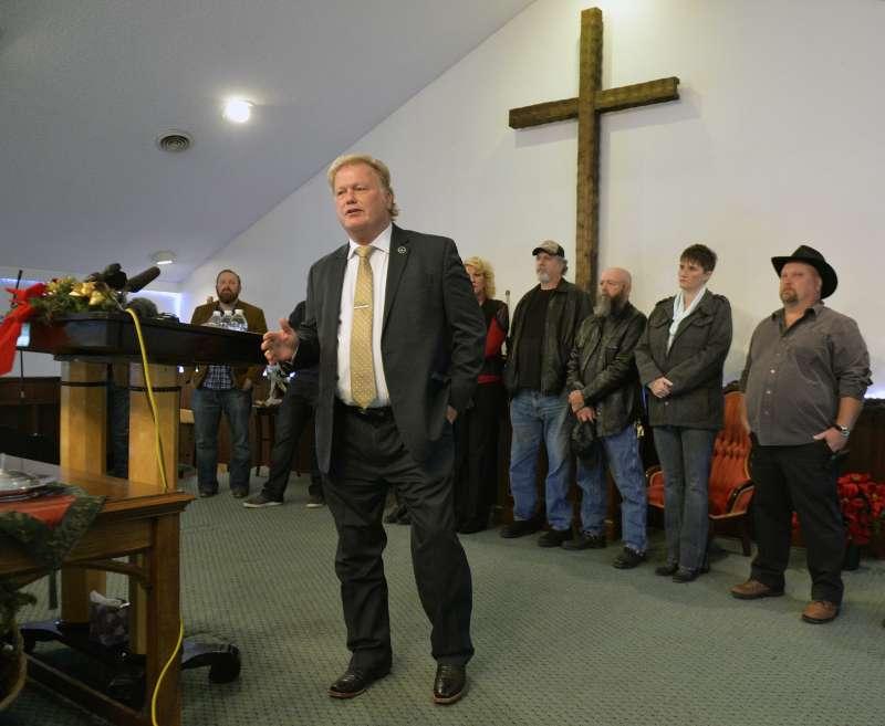 美國肯塔基州眾議員強森近日被控性騷擾,12日開記者會澄清(AP)