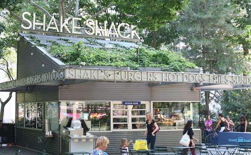 由紐約市公園內攤販起家的美國漢堡店Shake Shack,現在已經成長至國際遍佈的知名品牌。(圖/)