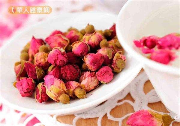 肝氣犯胃者,建議可適度飲用能舒肝理氣玫瑰花茶、菊花茶等。(圖/華人健康網提供)