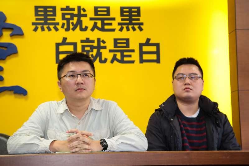 20171220-新黨黨工林明正、陳斯俊20日針對昨日檢調搜索一事,召開記者會說明。(顏麟宇攝)