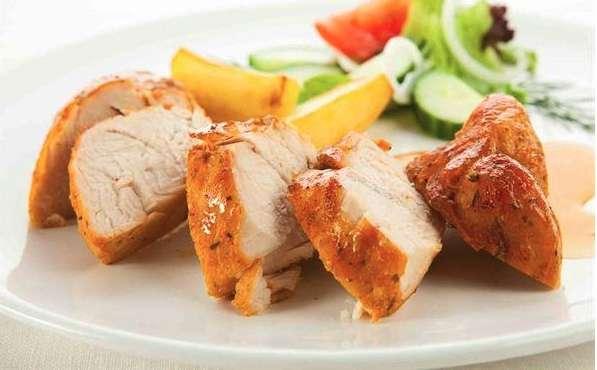 以雞胸清肉為例,80公克的雞胸清肉約含20公克的蛋白質(其中2.8公克為BCAA),BCAA能減少身體活動產生的肌肉疲勞感、維持肌肉力量、建構肌肉組織。(取自華人健康網)