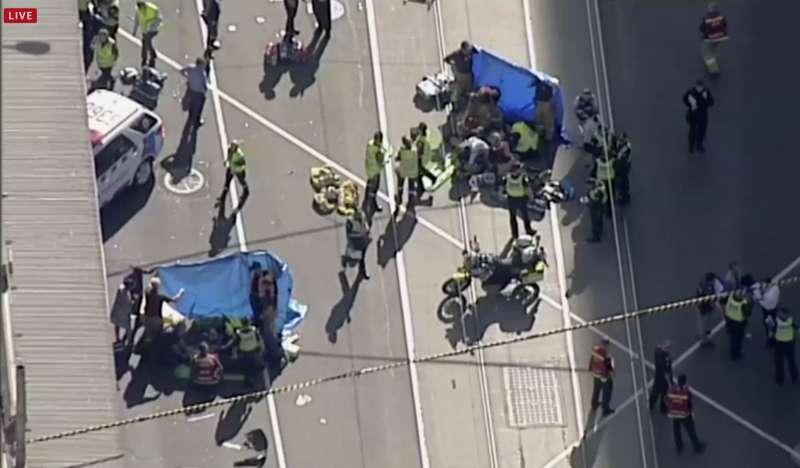 澳洲墨爾本21日下午發生廂型車衝撞行人,至少16死13傷。(美聯社)