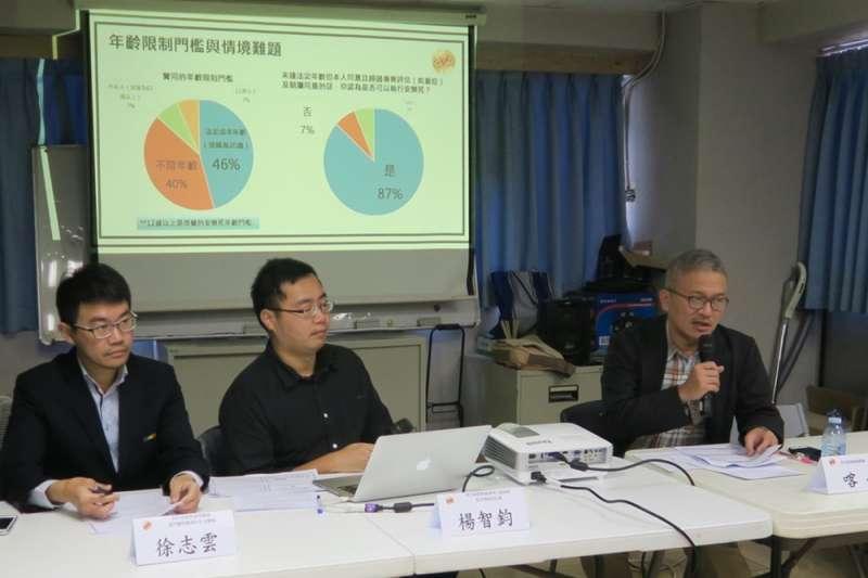 同志諮詢熱線協會理事喀飛,於21日發表安樂死合法化議題的網路問卷調查結果(台灣同志諮詢熱線協會提供)