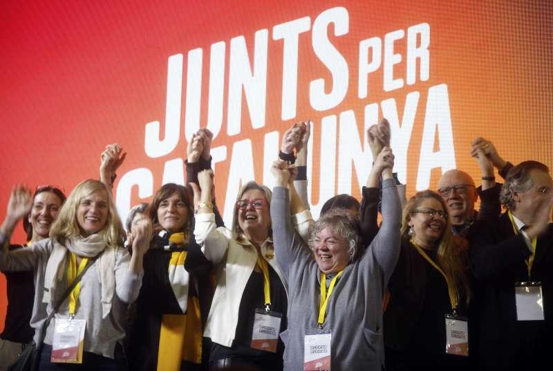 21日晚間,加泰隆尼亞的議會選舉出爐後,獨派政黨聯盟「全力為加泰隆尼亞」(Junts per Catalunya)歡天喜地(AP)