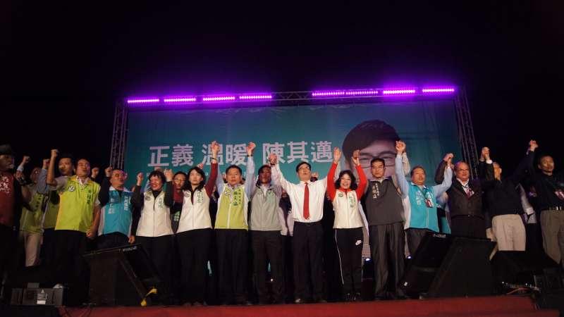 民進黨立委陳其邁強調,十幾年來他對黨內同志都是相讓相牽成,沒有參選競爭,只有助選成全。(圖/陳其邁辦公室提供)