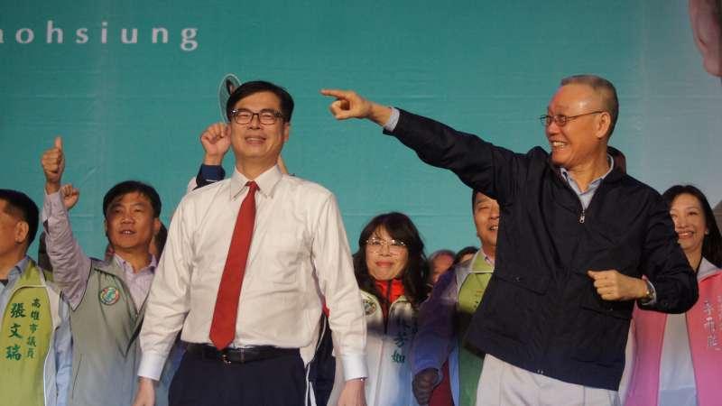 民進黨立委陳其邁23日在岡山舉辦「作伙挺其邁演講會」,資深媒體人吳國棟也到場站台力挺。(圖/陳其邁辦公室提供)
