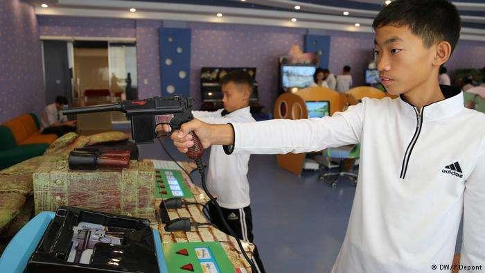 菁英學校是北韓旅遊的重點之一,裡面還有最先進的電腦與電子遊戲設備。(德國之聲)