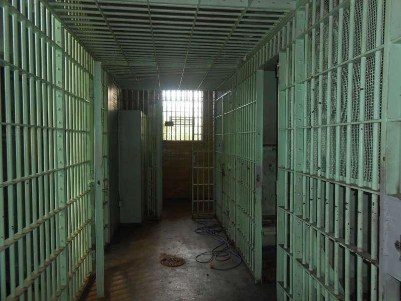 jail-429639_1920.jpg