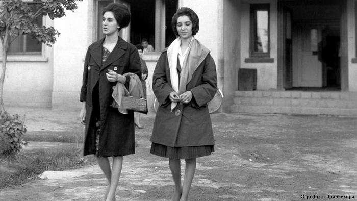 1962年阿富汗街頭的時髦女性。(德國之聲)