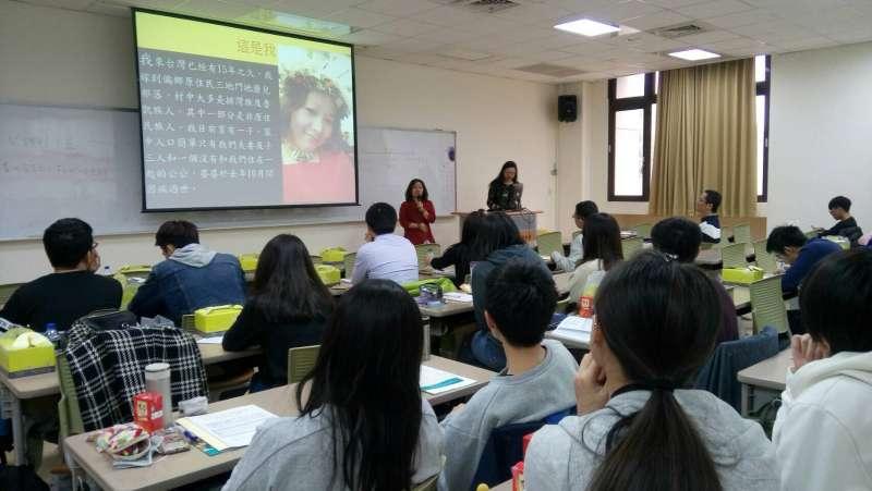 阮天莊和大學生分享她的台灣人生。(圖片來源:作者提供)