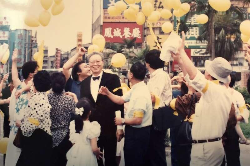 二二八家屬綁黃氣球活動(蘇南洲提供)