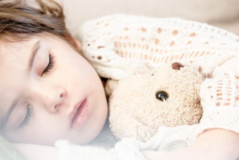 假日補眠不要過頭,盡量別打亂了人體時鐘(圖/smengelsrud@pixabay)