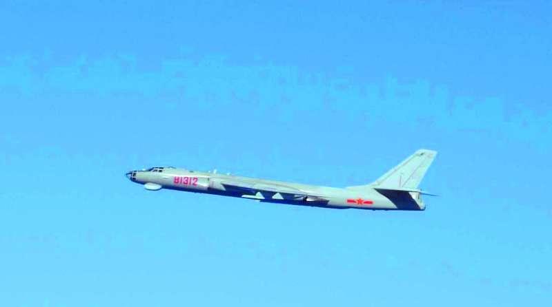中國軍機頻頻「踩界」,引發日、台國防緊張。(翻攝自日本防衛省統合目僚監部)
