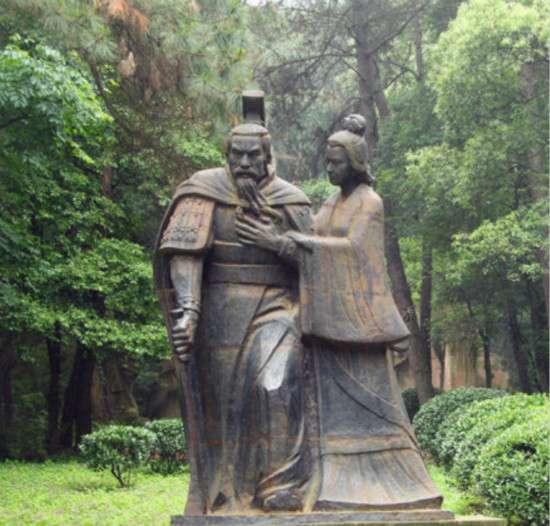 楚武王及其夫人鄧曼塑像(取自澎湃新聞)