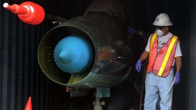 北韓一艘船上發現了MIG-21戰鬥機。(BBC中文網)