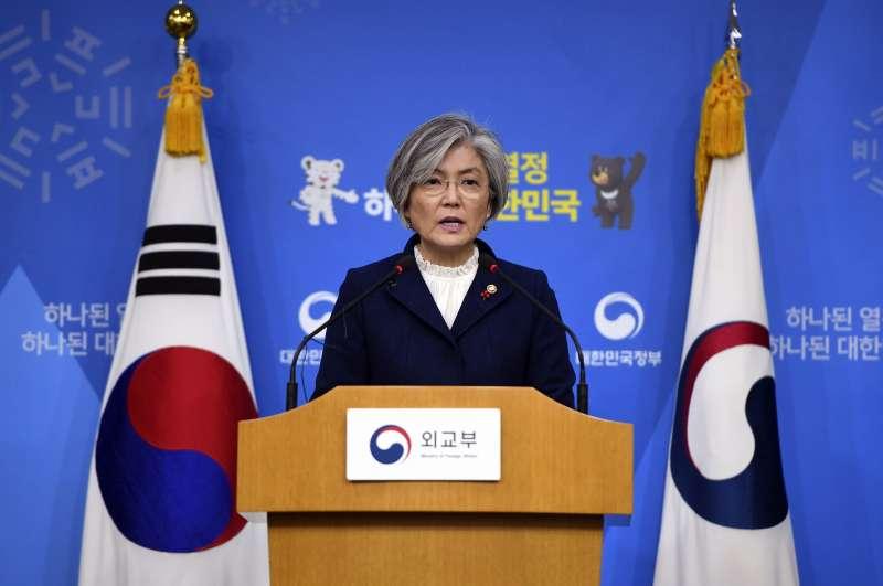 南韓外交部長康京和1月9日表示,不會要求日本重新談判2015年的慰安婦協議。(美聯社)